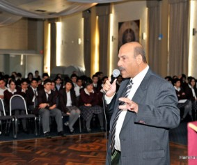 Ninos Aho speaks with the students of Mar Narsai Assyrian College, Australia